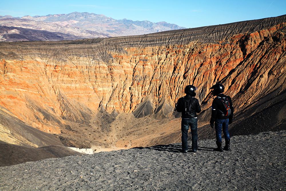 Mondlandschaft des Ubuhebe Craters, der vor 6-7000 J. durch Magma und verdampfendes Grundwasser ents